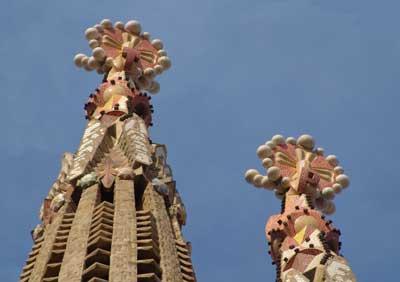 Dos torres de la Sagrada Familia