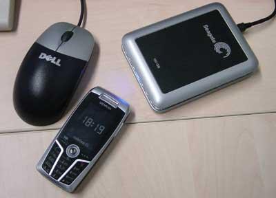 Mi disco duro Seagate, mi ratón Dell y mi móvil Siemens. Todos en negro y metalizado