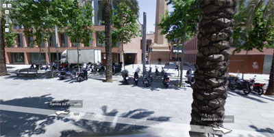 La puerta del edificio en que trabajo, en Google Street View