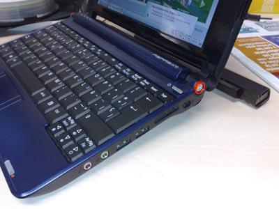 La batería hace que el teclado se incline y resulte cómodo de usar