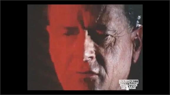Captura de vídeo. Primerísimo primer plano de Marshall McLuhan
