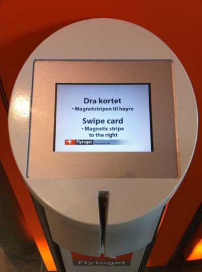 Máquina para comprar billetes. Sólo da la opción de pasar la tarjeta de crédito